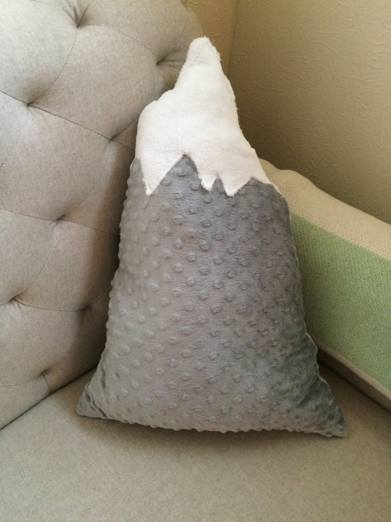 diy mountain pillow minkie