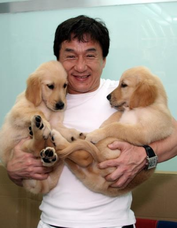 l-Jackie-Chan-holding-two-puppies